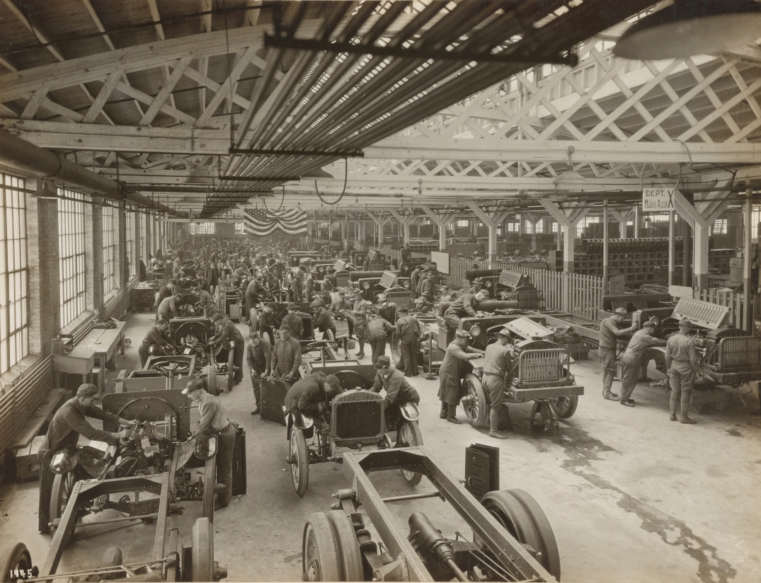 Diamond-T Motor Car Co., assembly of trucks alongside civilian models, April 30, 1918